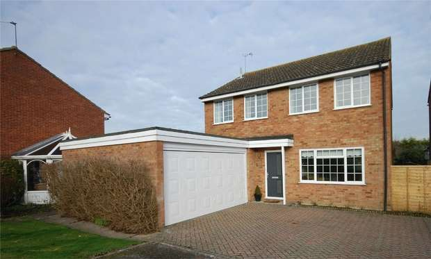 4 Bedrooms Detached House for sale in Kentmere Road, Aylesbury, Buckinghamshire