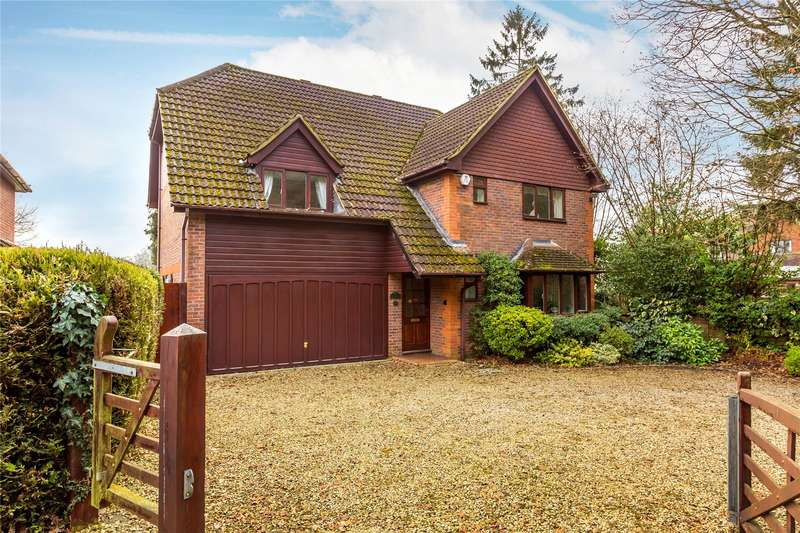 4 Bedrooms Detached House for sale in Saunders Lane, Woking, Surrey, GU22