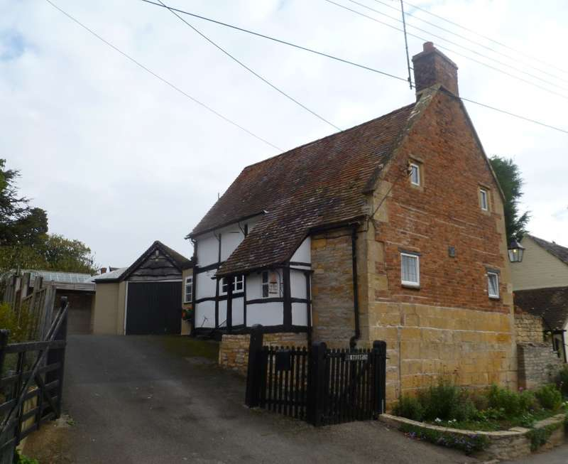 2 Bedrooms Cottage House for sale in Elm Cottage, Kennel Bank, Cropthorne, Pershore, Worcestershire, WR10 3ND