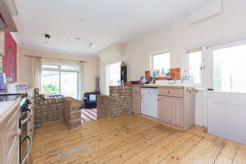 5 Bedrooms House for rent in Fairmile Avenue, Streatham, SW16