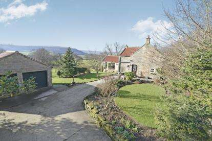 3 Bedrooms Detached House for sale in Houlsyke, Whitby, North Yorkshire
