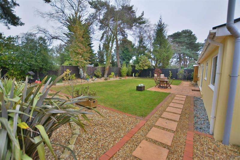 3 Bedrooms Detached Bungalow for sale in Lions Lane, Ashley Heath, Ringwood