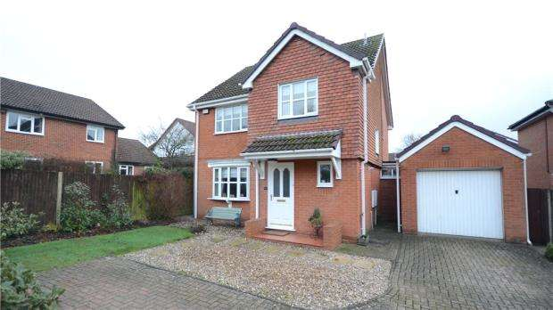 4 Bedrooms Detached House for sale in Benetfeld Road, Binfield