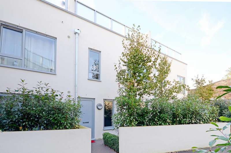 3 Bedrooms House for sale in Wendell Mews, Wendell Park, W12