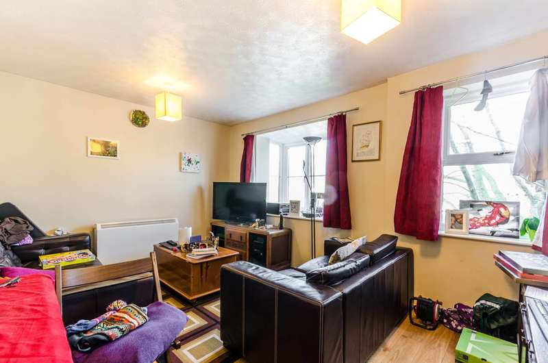 2 Bedrooms Flat for sale in Hallingbury Court, Walthamstow, E17