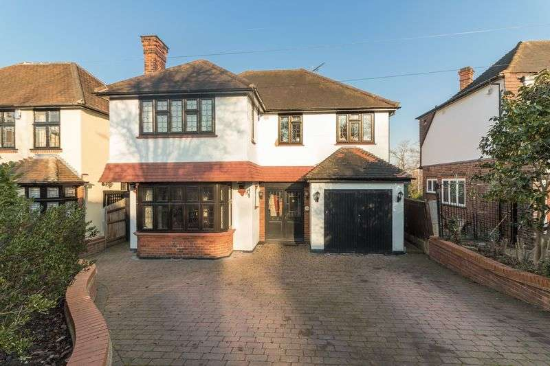4 Bedrooms Detached House for sale in Knighton Drive, Woodford Green