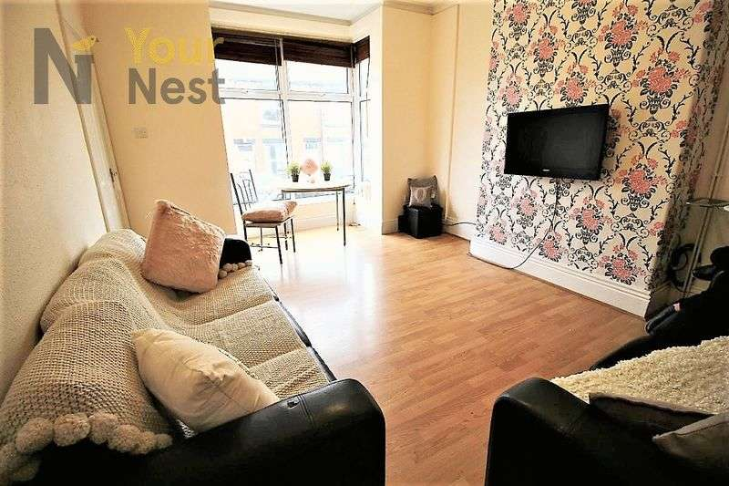6 Bedrooms House for rent in Trelawn Terrace, Headingley, LS6 3JQ