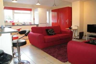 4 Bedrooms House for rent in Charles Street, Cheltenham