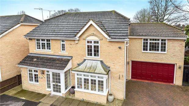 6 Bedrooms Detached House for sale in Hurworth Avenue, Langley