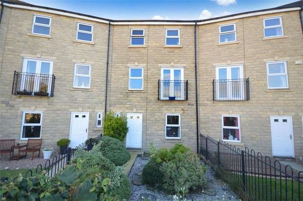 4 Bedrooms Town House for sale in Birkhead Close, Highburton, HUDDERSFIELD, West Yorkshire