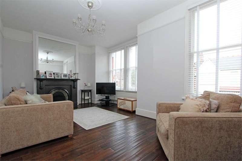 2 Bedrooms Flat for sale in Princes Avenue, Alexandra Park, London