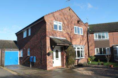 4 Bedrooms Detached House for sale in Fenwick Close, Alcester