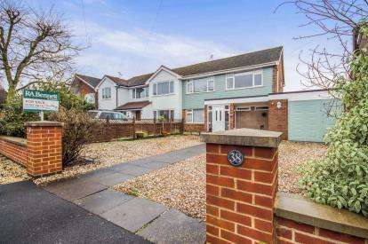 3 Bedrooms Semi Detached House for sale in Hunts Road, Stratford-upon-Avon