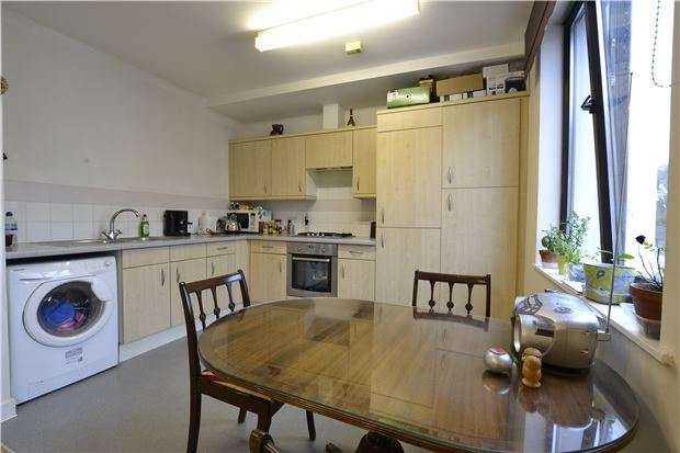 1 Bedroom Flat for sale in Bradwell Court, Godstone Road, WHYTELEAFE, Surrey, CR3 0GJ