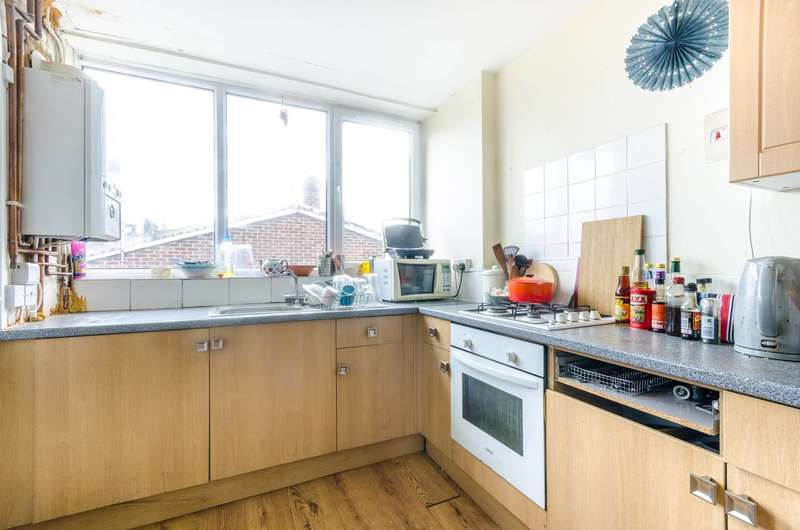 3 Bedrooms Maisonette Flat for sale in East Dulwich Road, East Dulwich, SE22