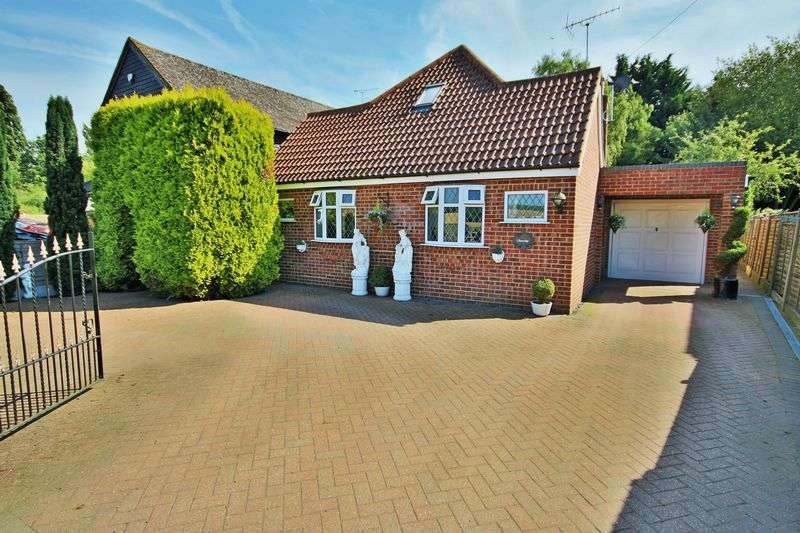 5 Bedrooms Detached House for sale in Theydon Bois, Essex CM16