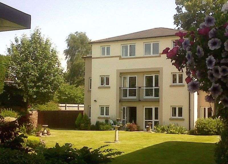1 Bedroom Flat for sale in RE-DECORATED & RE-CARPETED : 2 years service charge paid by vendor on completion