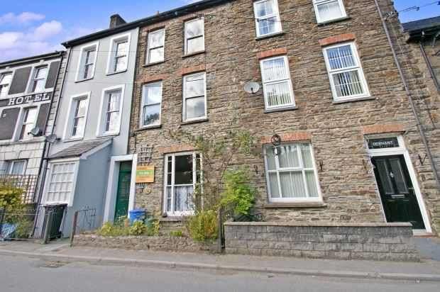 3 Bedrooms Terraced House for sale in Wembley House, Llandysul, Dyfed, SA44 4AJ