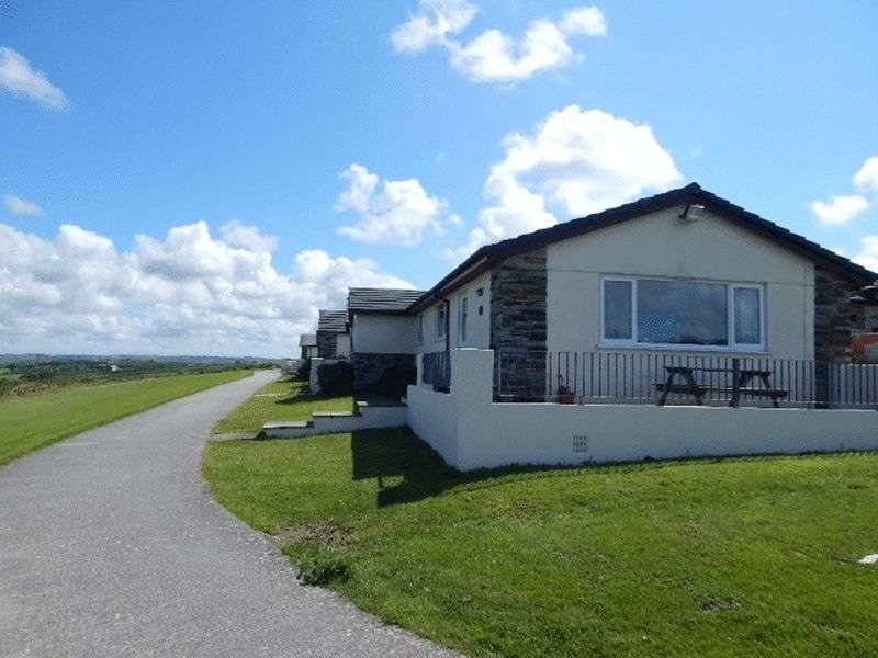 3 Bedrooms Bungalow for sale in Widemouth Bay, Bude