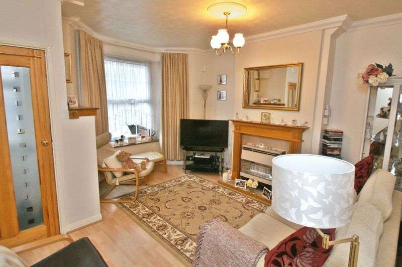 3 Bedrooms Terraced House for sale in Victoria Road, Romford