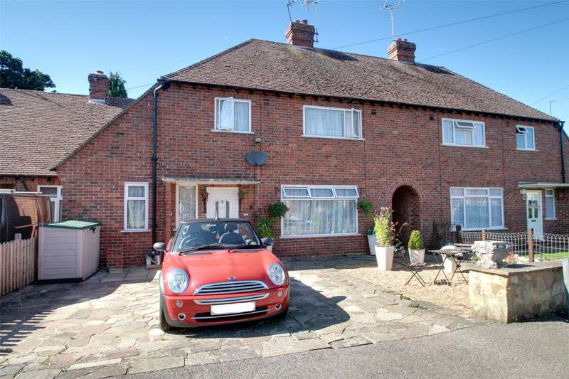 3 Bedrooms Terraced House for sale in Rutherwyk Road, Chertsey, Surrey, KT16