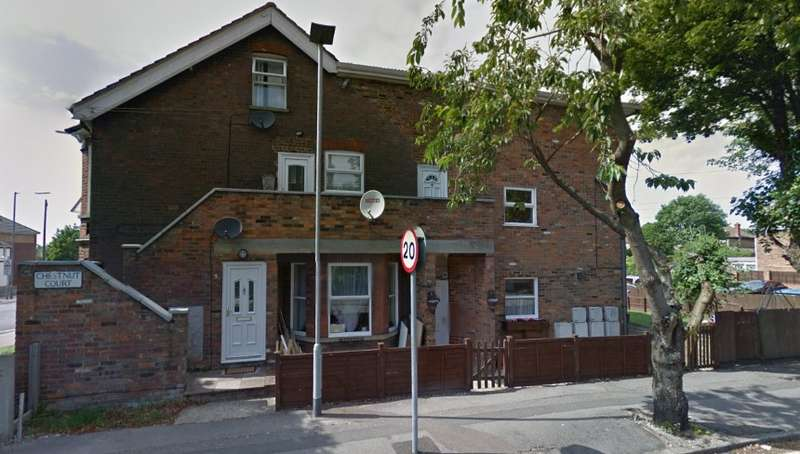 1 Bedroom Flat for sale in Chestnut Court, High Street South, Dunstable, Bedfordshire, LU6 3HY