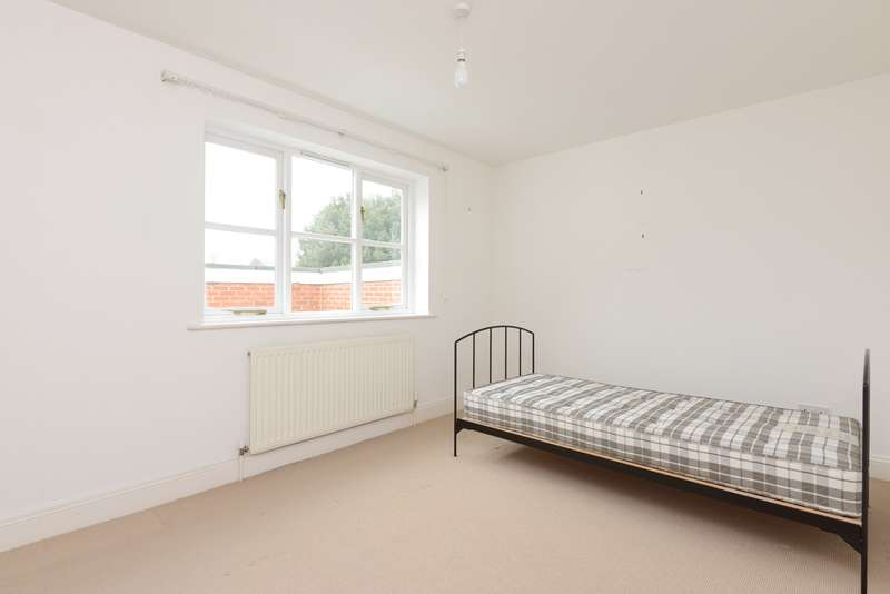 3 Bedrooms Terraced House for sale in Hawks Lane, Canterbury, CT1
