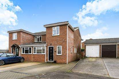 3 Bedrooms Semi Detached House for sale in Grebe Close, Flitwick, Bedford, Bedfordshire