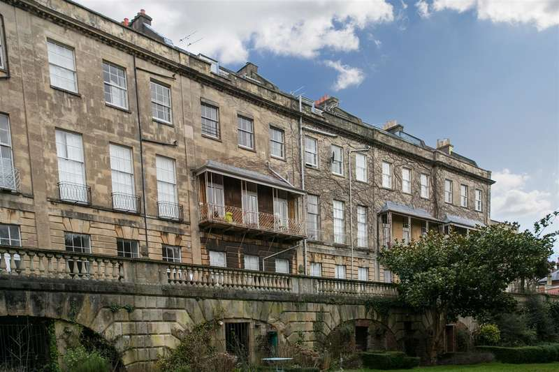 4 Bedrooms Flat for sale in Cornwallis Crescent, Clifton