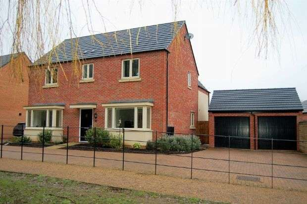 4 Bedrooms Detached House for sale in Scott Close, Marina Park, St Crispins, Northampton NN5 4DZ