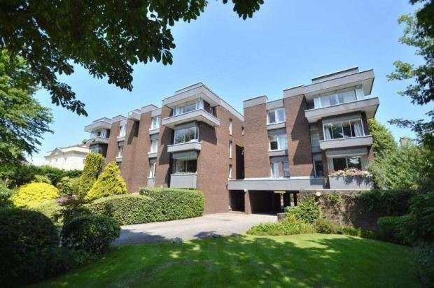 2 Bedrooms Flat for sale in Redland Road, Redland, Bristol, BS6 6YE