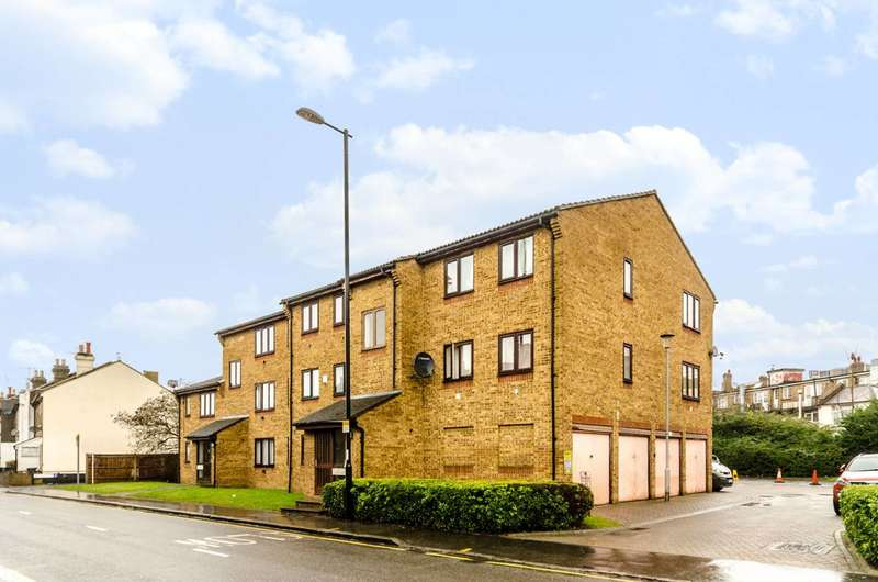 2 Bedrooms Flat for sale in Southbridge Road, Central Croydon, CR0