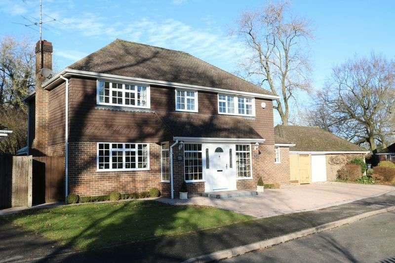 5 Bedrooms Detached House for sale in Willow Chase, Hazlemere