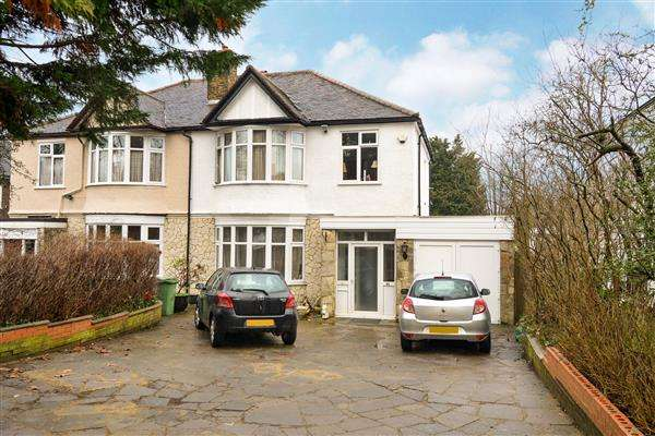 3 Bedrooms House for sale in Chinbrook Road, London