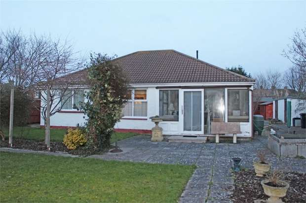 3 Bedrooms Detached Bungalow for sale in Highbridge Road, Burnham-on-Sea, Somerset