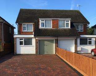 3 Bedrooms Semi Detached House for sale in North Road, Crawley, West Sussex