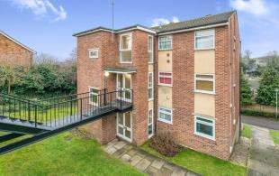 2 Bedrooms Flat for sale in Ranscombe Close, Rochester, Kent, .