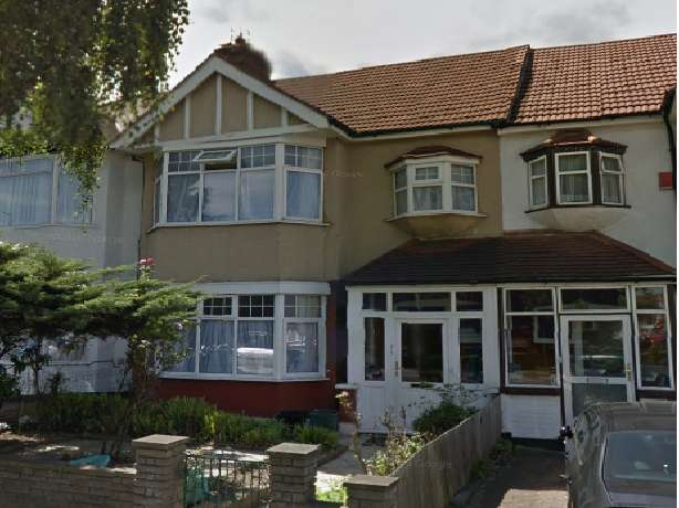 3 Bedrooms House for sale in The Drive, Ilford, IG1