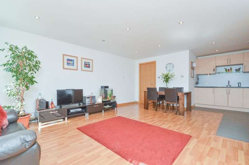 2 Bedrooms Flat for sale in Flat 8, 2 Hesperus Crossway, Granton, Edinburgh, EH5 1GH