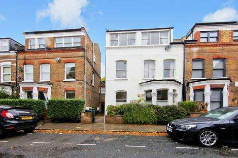 2 Bedrooms Flat for sale in TFF Adolphus Road, London N4