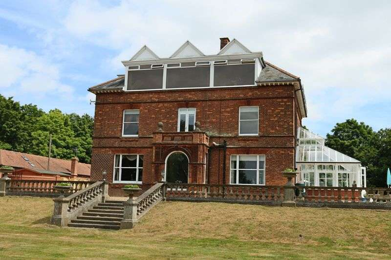 9 Bedrooms House for sale in Priory Road, St Olaves, Great Yarmouth