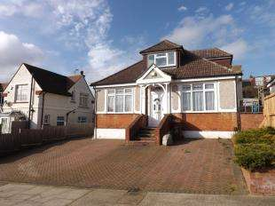 4 Bedrooms Detached House for sale in Ravenswood Avenue, Rochester, Kent
