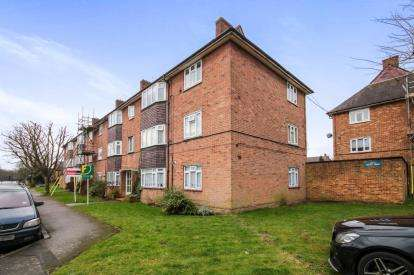 2 Bedrooms Flat for sale in Severn Drive, Enfield
