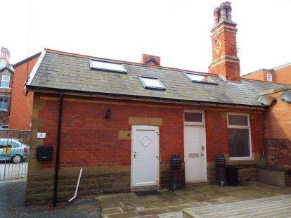 1 Bedroom Flat for sale in Clifton Drive North, Lytham St. Annes, Lancashire, FY8