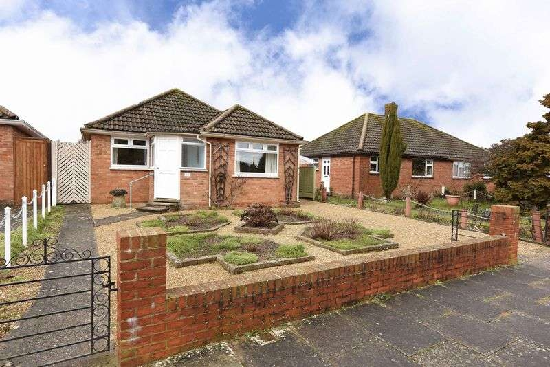 4 Bedrooms Detached Bungalow for sale in Shipton Way, Basingstoke
