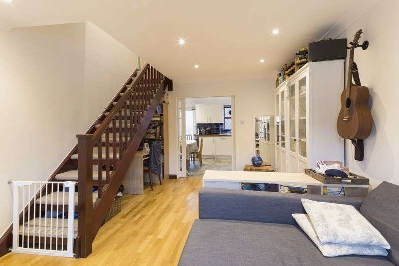 2 Bedrooms Terraced House for sale in Veronica Gardens, London