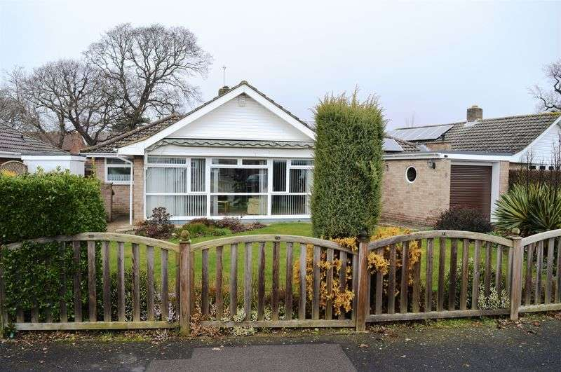 3 Bedrooms Detached Bungalow for sale in Richmond Drive, Hayling Island