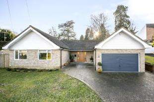 4 Bedrooms Bungalow for sale in Oakfield, Hawkhurst, Cranbrook, Kent