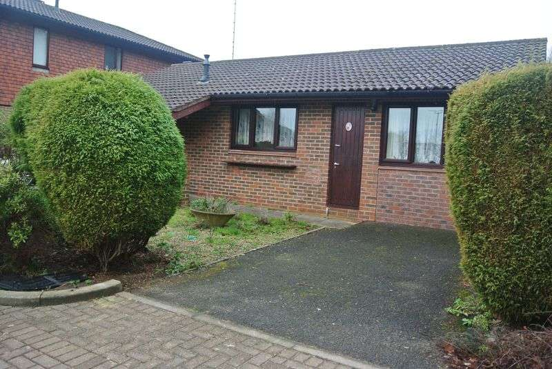 2 Bedrooms Detached Bungalow for sale in Amport Close, Lychpit