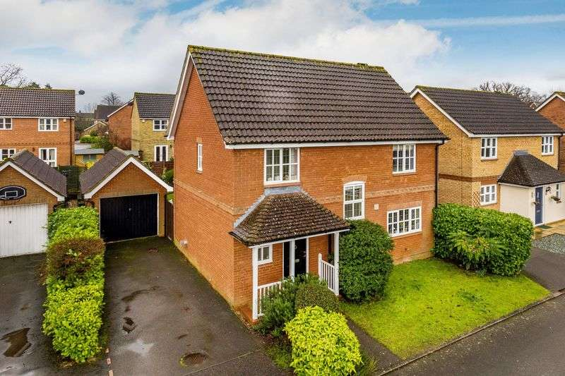 4 Bedrooms Detached House for sale in Kirkefields, Guildford